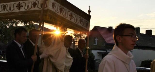 W sobotę, 29 sierpnia 2015, świętowaliśmy kolejną, 379. rocznicę poświęcenia naszego kościoła parafialnego. Suma odpustowa celebrowana przez ks. dr. Sebastiana Kujawę, Sekretarza Arcybiskupa Poznańskiego, miała miejsce o 18.00. Po jej […]